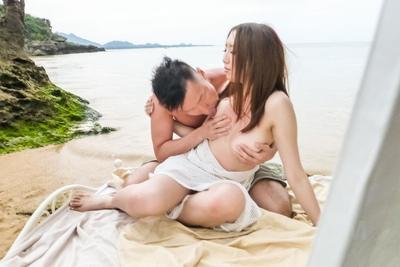 Ruka Ichinose ha mostrato off in Trasparente bianco bagnato Abito a il oceano e quindi caldamente scopata su costa