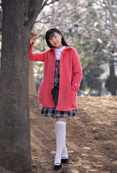 тонкий молодой Азии малыш Еко Sasaoka позы открытый и крытый Полностью ню
