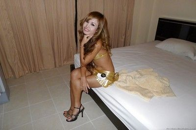 Thai prostitute Kie wetting nice ass in shower before posing naked on bed