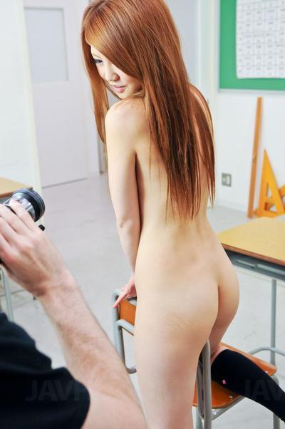 Игривый Азии подросток Сакамото Хикари носит а сексуальная Горничные униформа и показывает офф ее Уральске Секс навыки