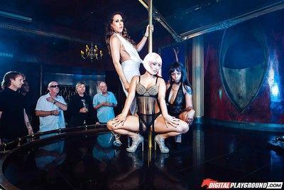 Азии порнозвезда Ева Ловиа Полоски Голые перед сосать и Бля Хуй