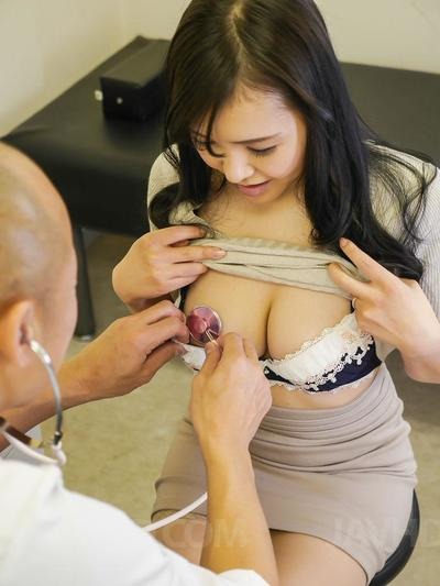 Lewd doc stretches Miu Watanabe's pussy lips and explores her vagina hole