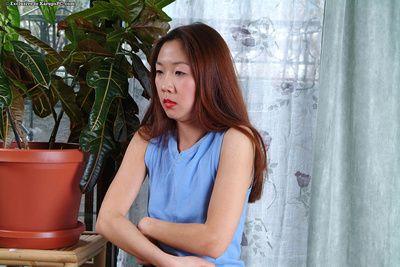 Азии чик Хайди хо в кеды Заполняет ее побрился киска с розовый вибратор на В Этаж