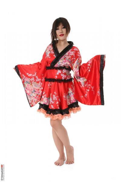 teen Maya maino è da asia e lei è Indossare un Bello carino uniforme ma Non per lungo
