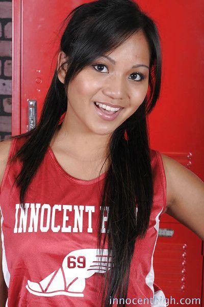 pazzo Asiatico studentessa Lana Viola la diffusione piccolo Culo su FOTOCAMERA
