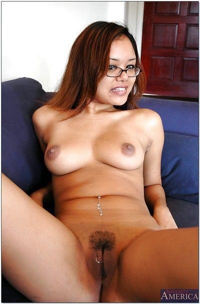 Carino Asiatico Babe in Occhiali Annie Cruz mostrando off tagliato figa