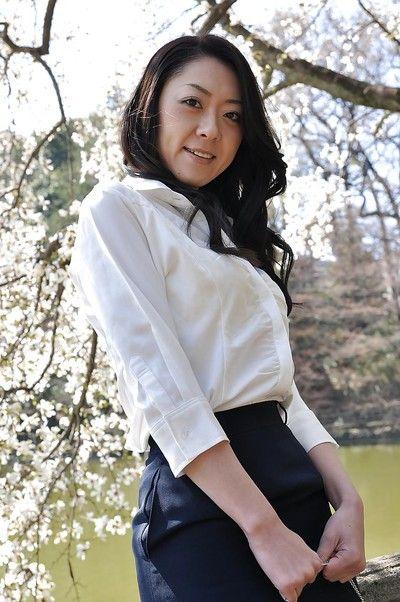Asya milf Saeko Kojima var gösteren onu Ass Süre açık