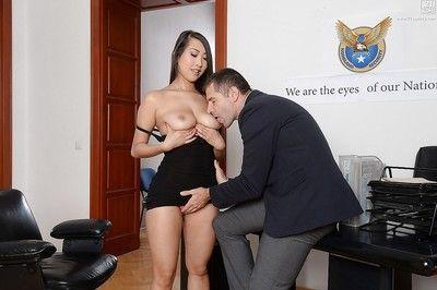 procace Asiatico segretario Sharon lee spread elegante gambe per orale Sesso