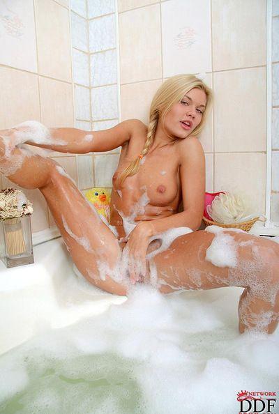 Slutty kermis likes all over acquire nasty undeviatingly having intense masturbation session