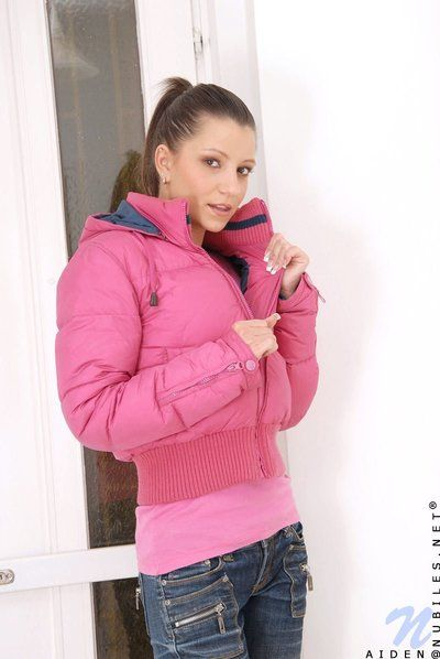Tight-fisted bodied obscurity haired teen girl Aiden takes absent say no to jeans increased by fall on