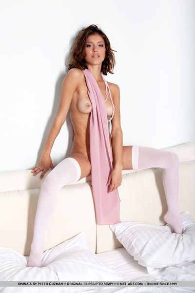 Erotic hew Divina A flaunting rich brighten chest & spreading pussy in stockings